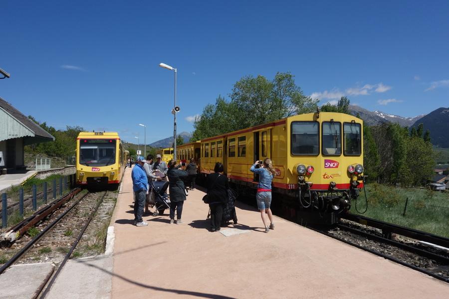 Die Gelbe Bahn. Leider waren wir im modernen Zug links, nicht in dem alten rechts.