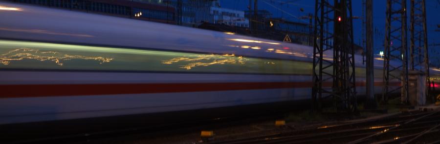 ICE bei Ausfahrt aus Frankfurt Hauptbahnhof (ICE 1; Gleis 6 nach Gutleuthof)